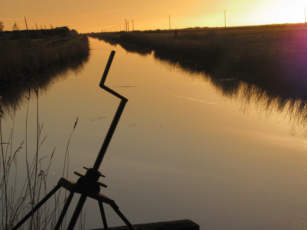 Ouvrage hydraulique et canal