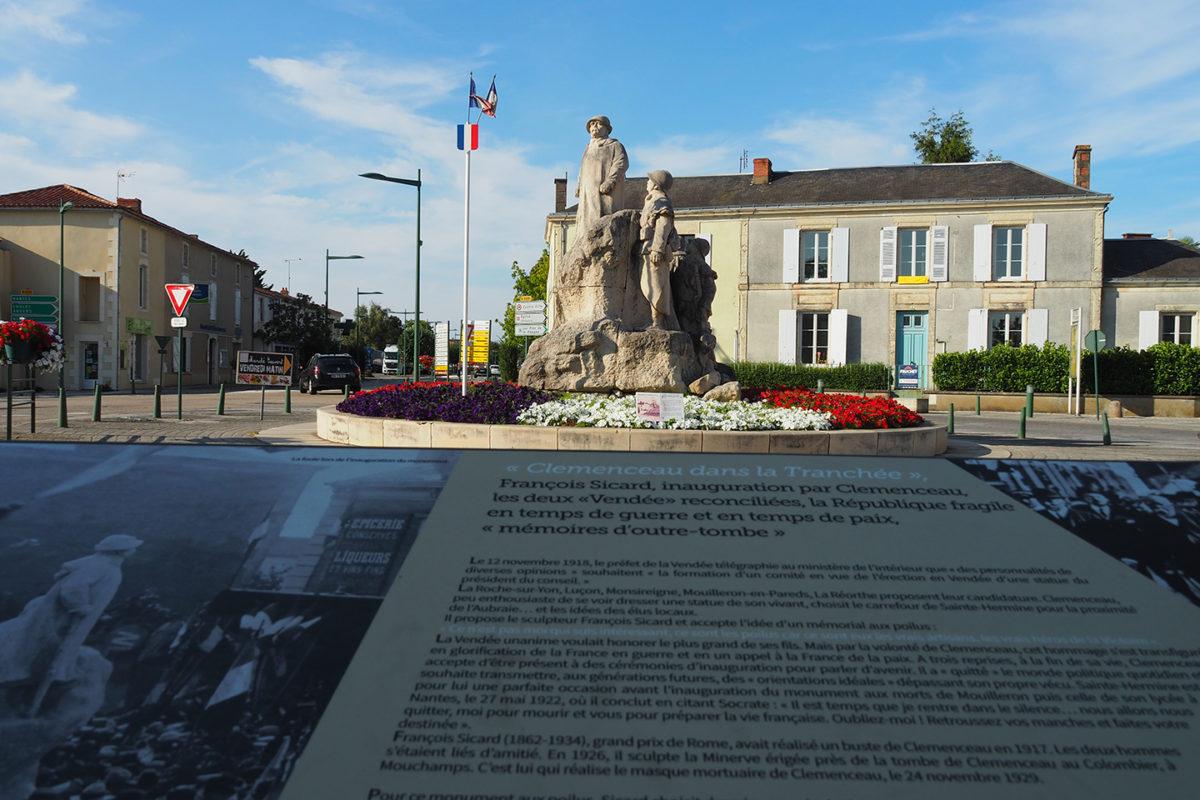Statue en l'honneur de Georges Clémenceau et des soldats de la Première Guerre à Sainte-Hermine
