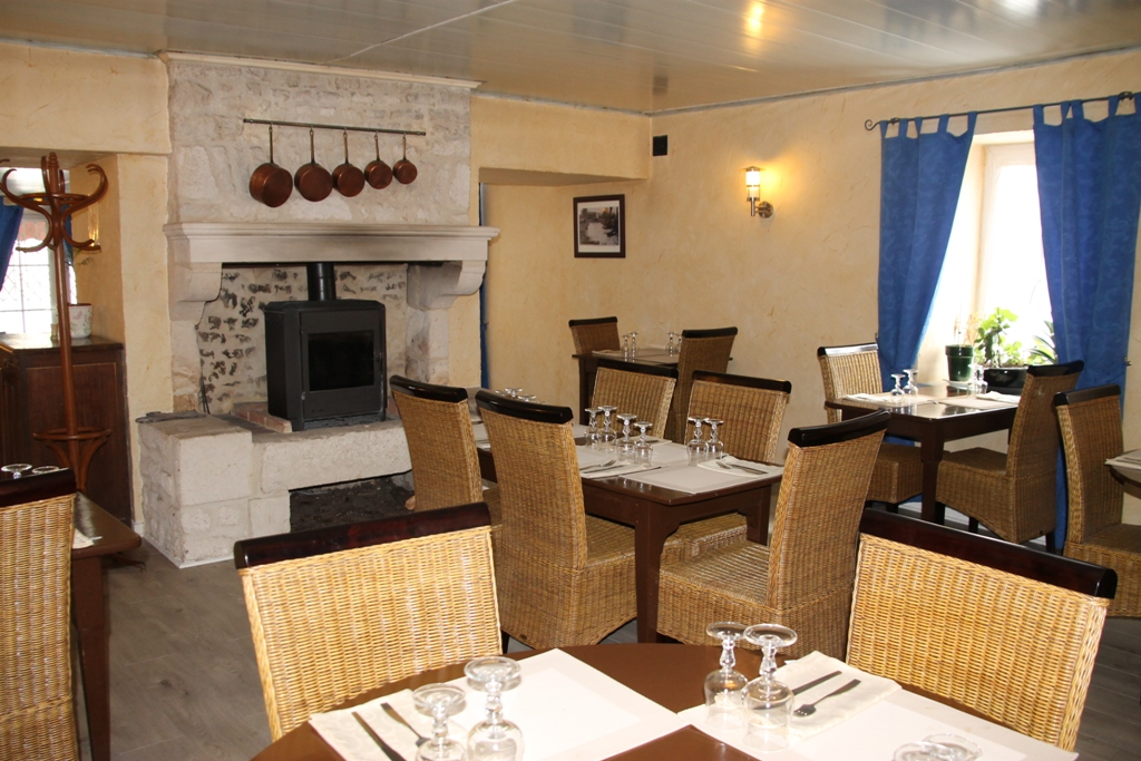 Auberge-cheval-blanc-nalliers-85-res-1 (1)